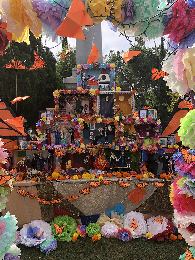 The2019 altar,Migration Tales