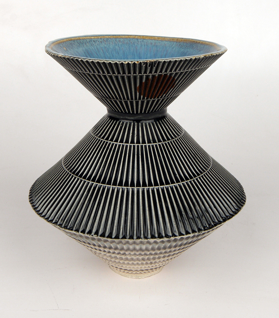 Form in the shape of an urn - lampshade.